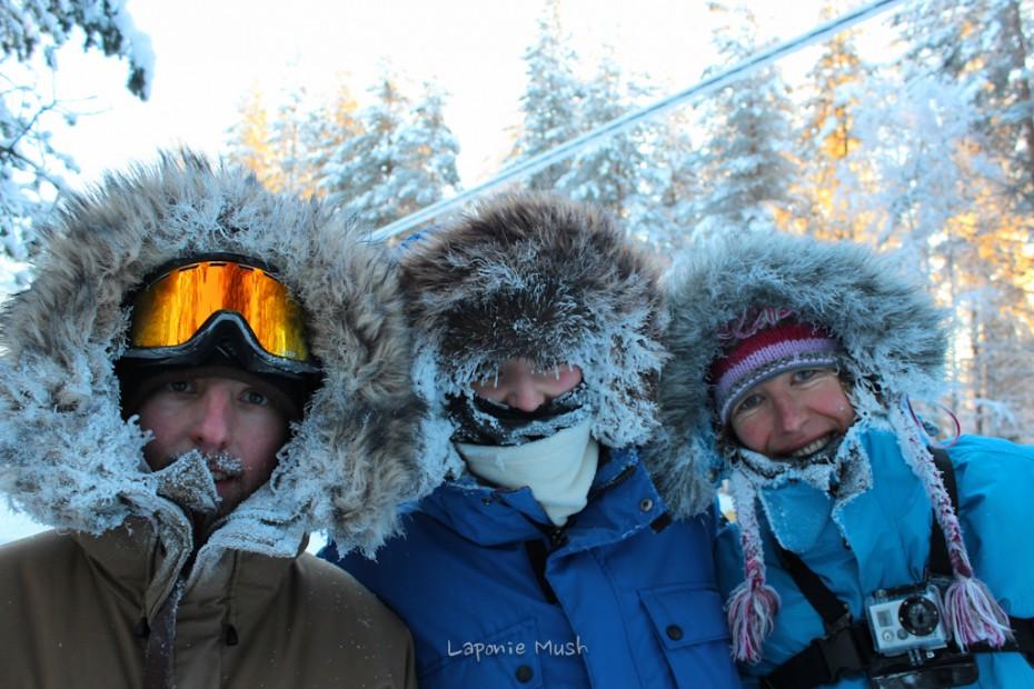 photo souvenirs après une balade en traîneau à chien par -30°c - Laponie suédoise