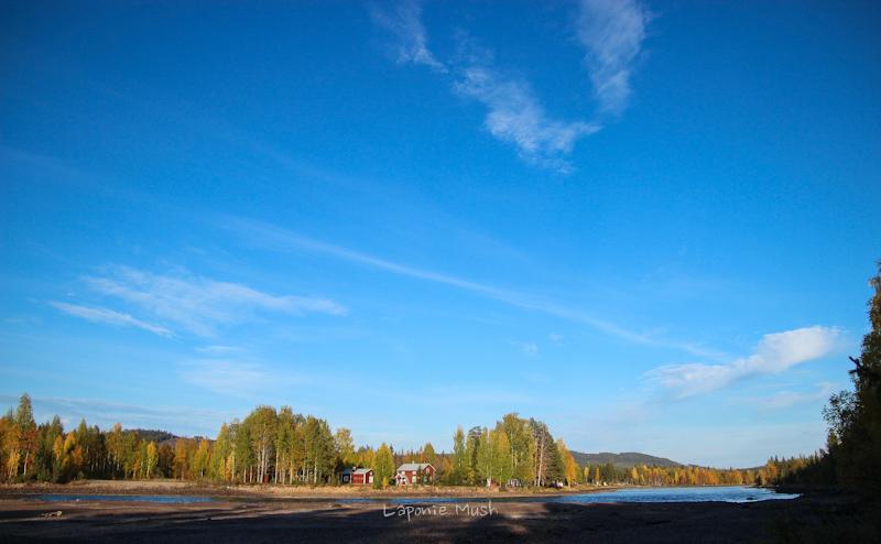 la rivière Pite- laponie suédoise en automne