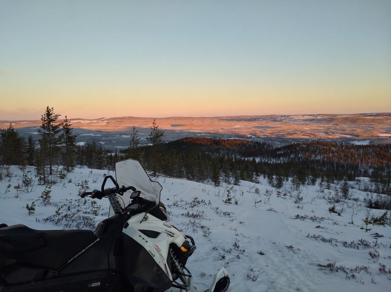 Laponie-suedoise-noel-motoneige