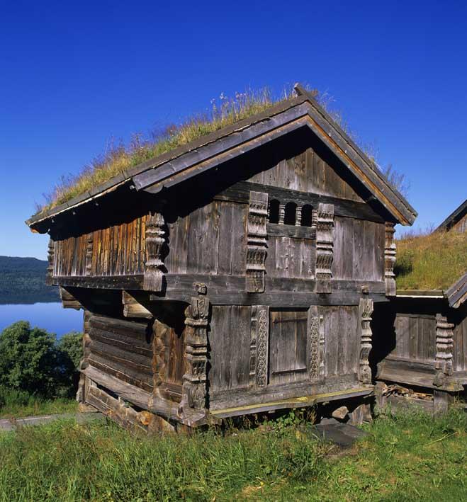construction typiquement suédoise Härbre grenier à grain d'époque c