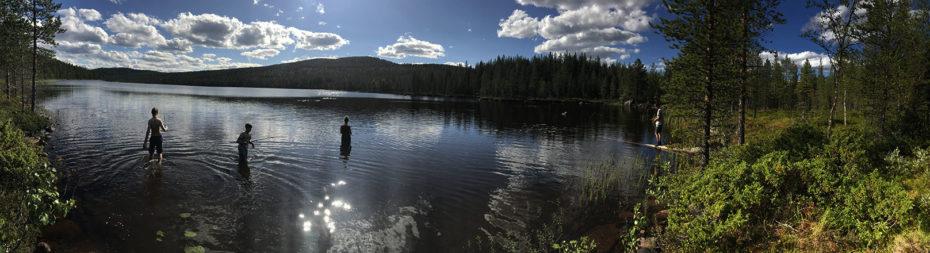 """Journée pêche au lac pendant les séjours d'été """"Soleil de Minuit"""" et jour de repos pour les chiens de traîneau"""
