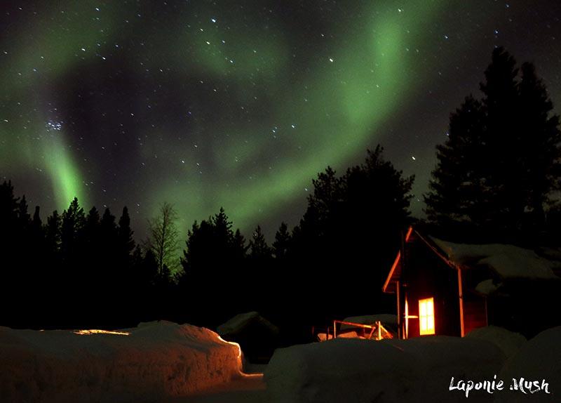 aurore boreale et ciel etoilé en laponie suedoise