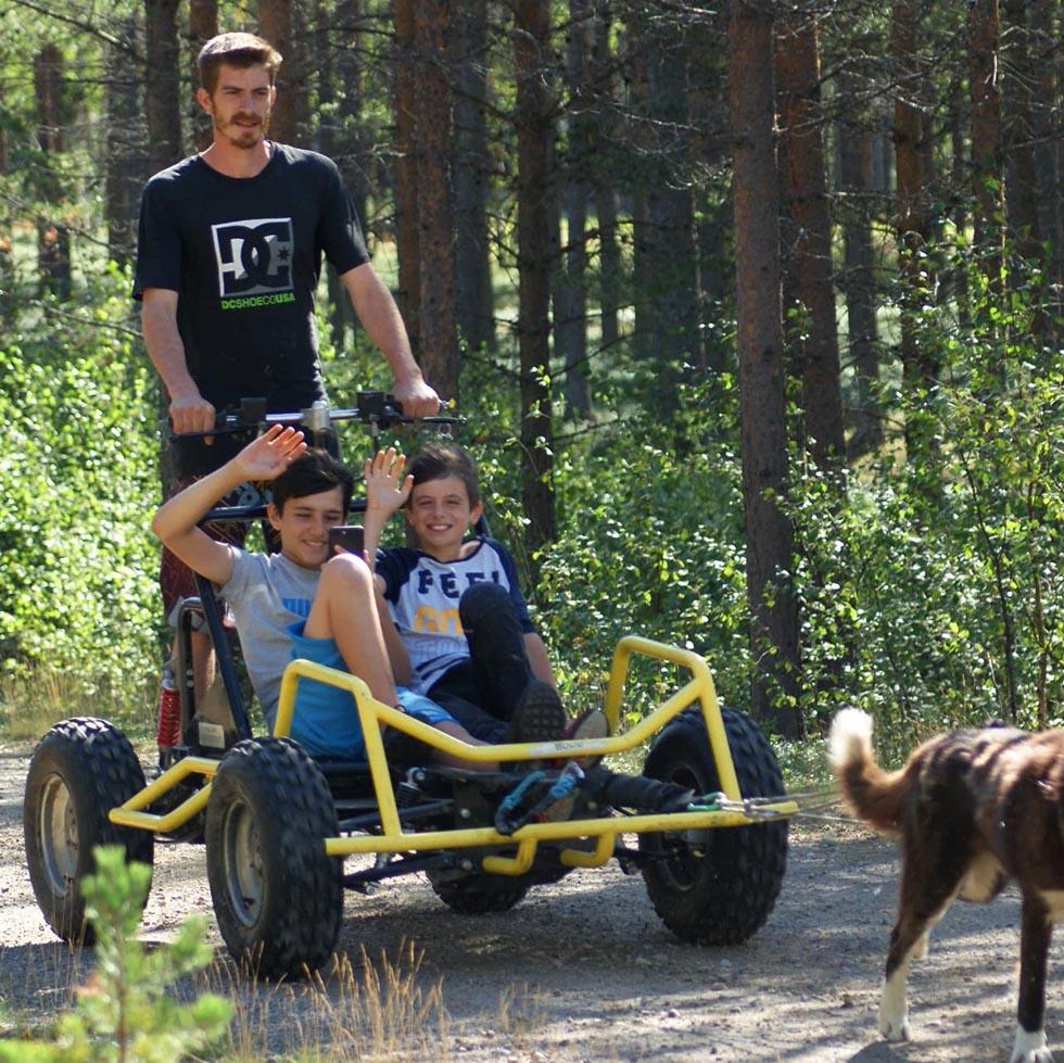 voyage et séjour d'été en Laponie Suédoise, randonnée en chien de traineau sous le soleil de minuit