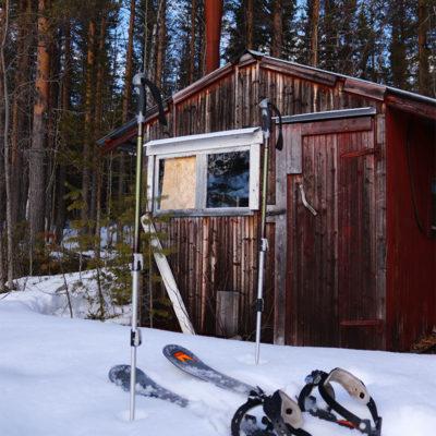 Randonnée en ski raquette et déjeuner auprès du feu dans la cabane en bois