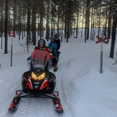 Laponie Suédoise : Piste de motoneige et foret gigantesques pour un pilotage technique