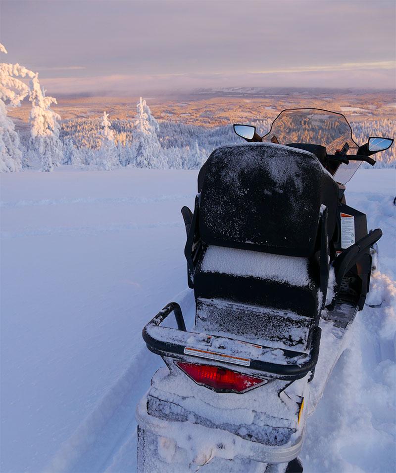 Séjour d'hiver conquête de la toundra et randonnée en motoneige en Laponie Suédoise